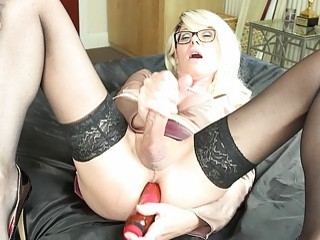 T-MILF Joanna Jet cums over her face while ass-fucknig herself